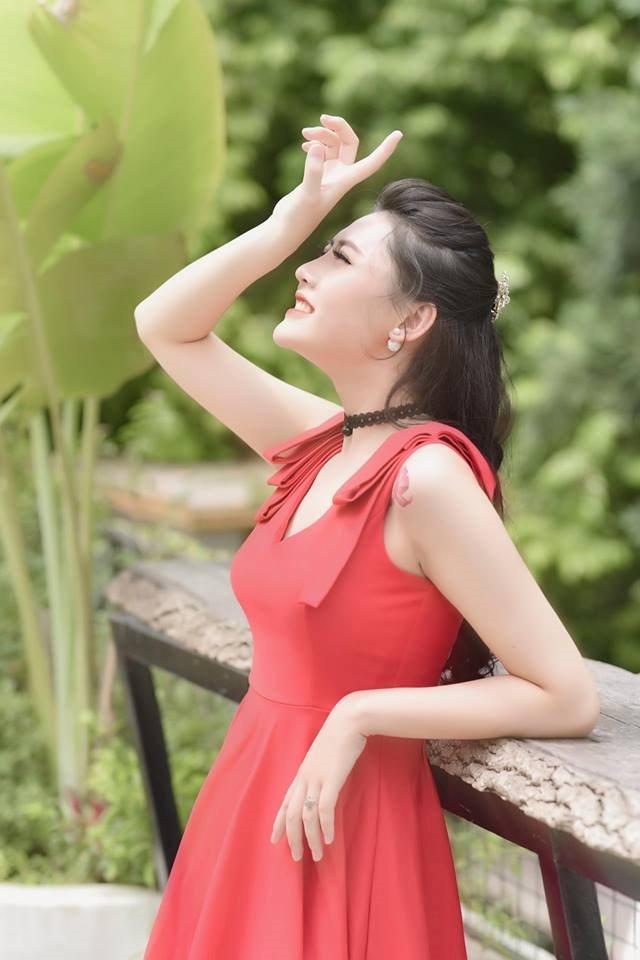 Nữ giáo viên xinh đẹp bị gọi là 'gái ngành' vì giống Quỳnh búp bê 4