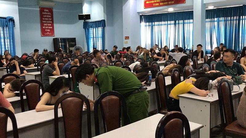 Hàng chục dân chơi dương tính trong quán bar 141 ở Phú Nhuận 1