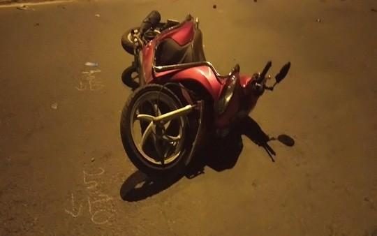 Tin tức tai nạn giao thông ngày 15/7: Container tông xe máy, 4 người thương vong 3