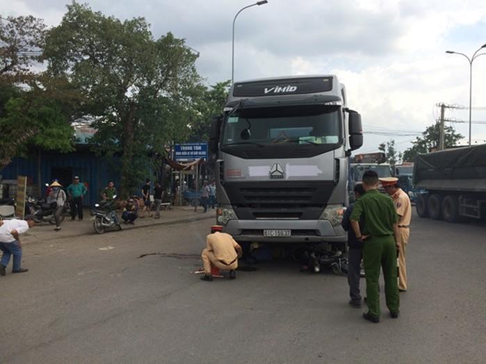 Tin tức tai nạn giao thông mới nhất ngày 16/7:  Xe điên tông 5 người bị thương rồi bỏ chạy 2