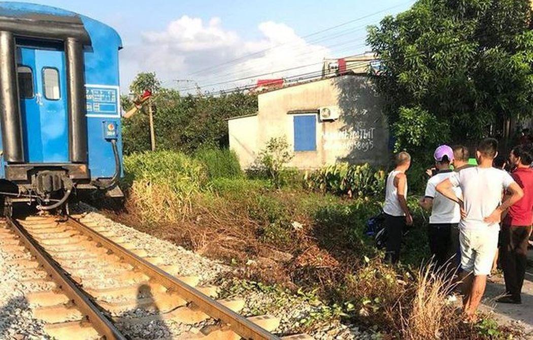 Băng qua đường sắt, 2 nữ sinh vừa đỗ lớp 10 tử vong thương tâm 1