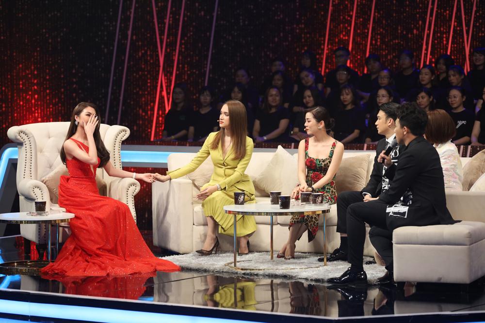 Tường Linh ngậm ngùi thừa nhận trên sóng truyền hình từng là Tuesday 1