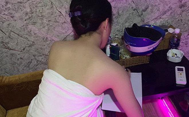 Đột kích cơ sở massage ở Sài Gòn, bắt quả tang 3 nữ nhân viên đang 'hành sự' 1