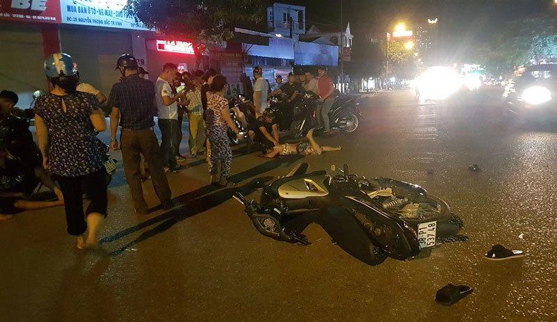 Tin tức tai nạn giao thông ngày 20/8: Bị xe máy tông văng 5m, người phụ nữ nguy kịch 1