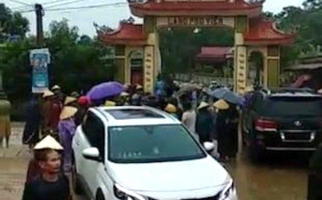 20 thanh niên xăm trổ đi trên 7 xe ô tô phá cổng làng: Xác định được kẻ chủ mưu 2