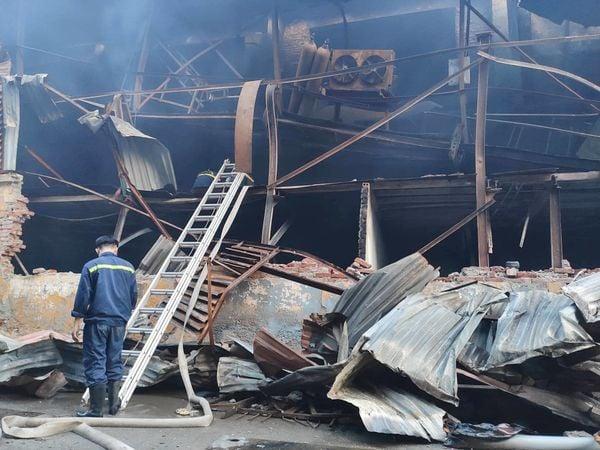 Công an thông tin vụ cháy lớn ở Công ty bóng đèn, phích nước Rạng Đông 5