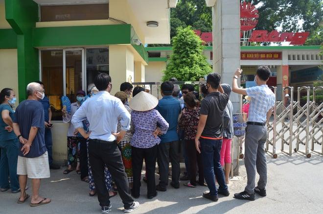 27,2kg thủy ngân bị phát tán: Người dân kéo đến Công ty Rạng Đông chất vấn 1