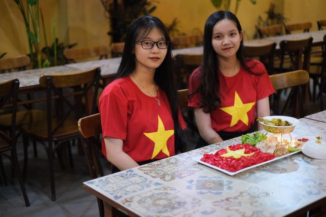 Việt Nam vs Thái Lan: CĐV tiếp lửa thầy trò ngài Park bằng tô mỳ Quảng đặc biệt 4