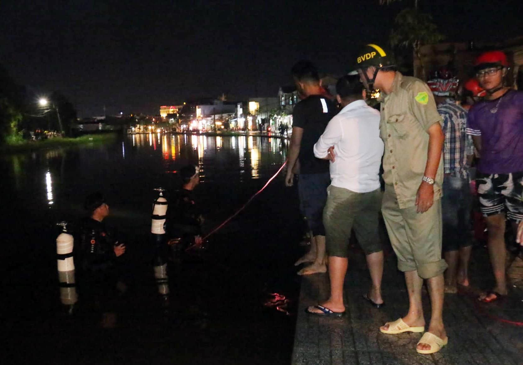 Triều cường dâng cao, người phụ nữ chạy xe máy mất phương hướng lao xuống hồ nước tử vong 4