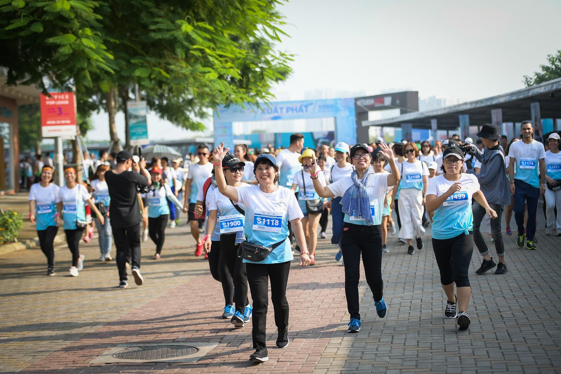 Hàng nghìn người dân tham gia đi bộ vì bệnh nhân ung thư Việt Nam 1