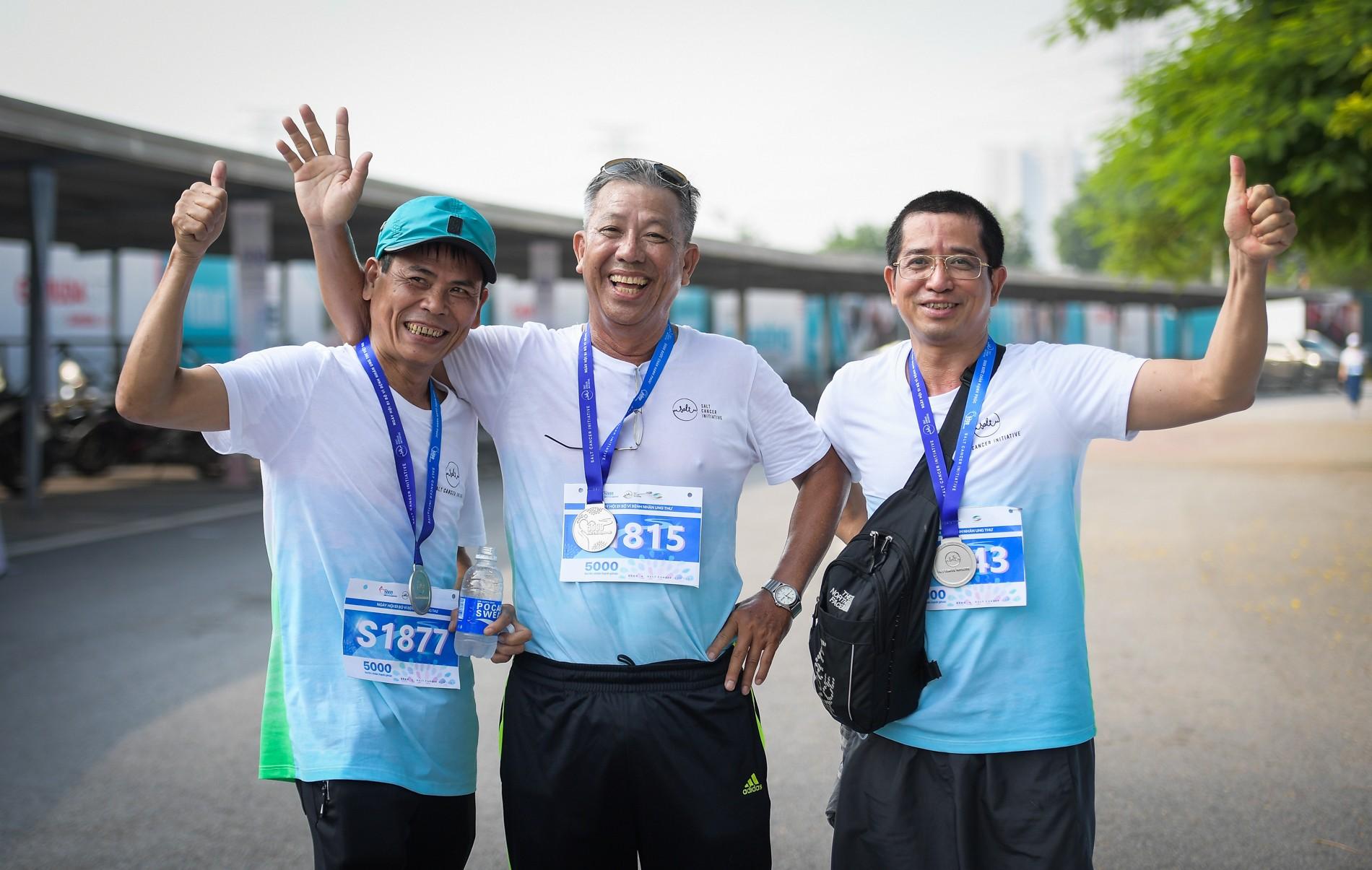 Hàng nghìn người dân tham gia đi bộ vì bệnh nhân ung thư Việt Nam 14