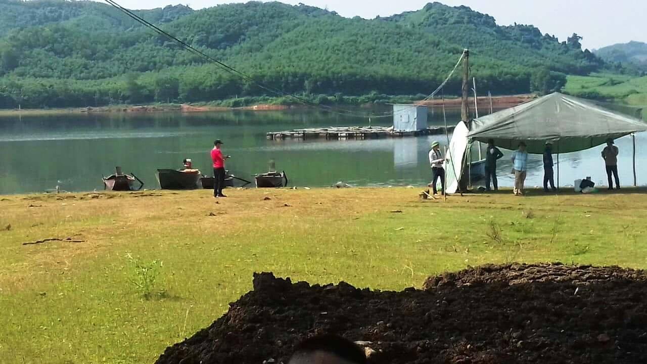 Tá hoả phát hiện người đàn ông nổi lên trên hồ Khe Đá 1