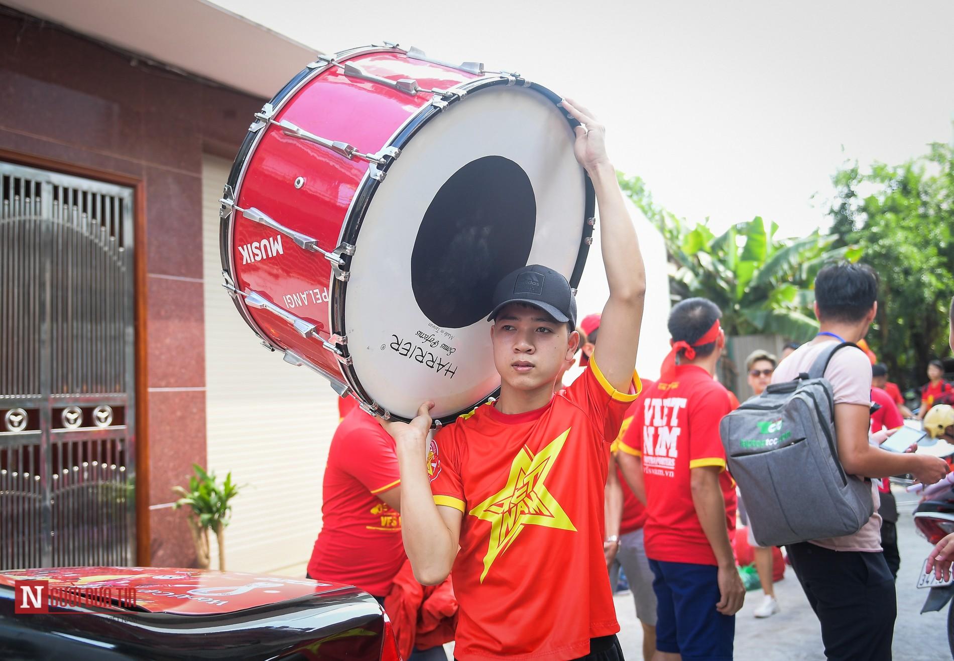 Nóng trước giờ G: Hàng ngàn CĐV diễu hành cổ vũ ĐTQG Việt Nam 3