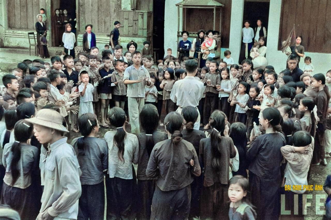 """Mê mẩn ngắm bộ ảnh lịch sử """"Hà Nội - 65 năm rực rỡ máu và hoa"""" được phục chế 14"""