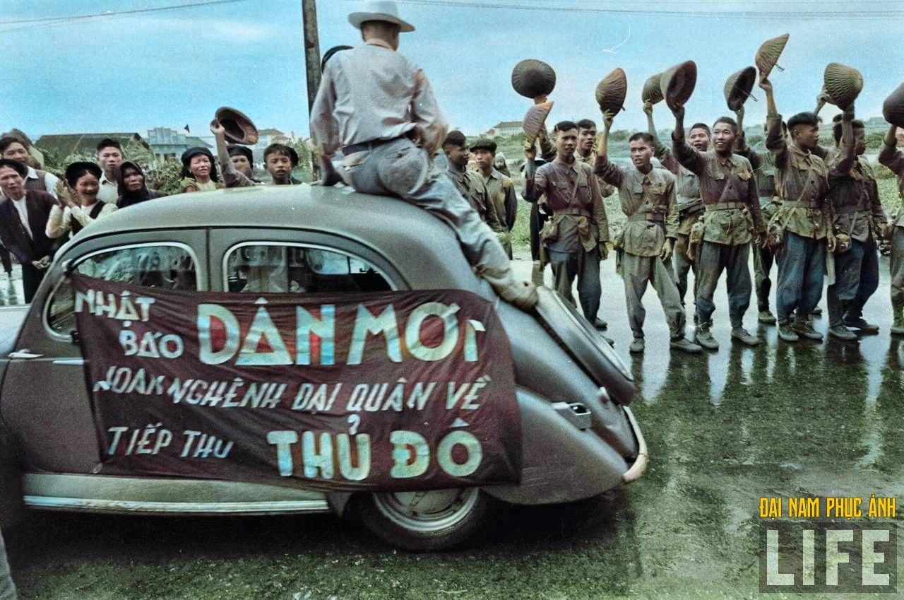"""Mê mẩn ngắm bộ ảnh lịch sử """"Hà Nội - 65 năm rực rỡ máu và hoa"""" được phục chế 10"""