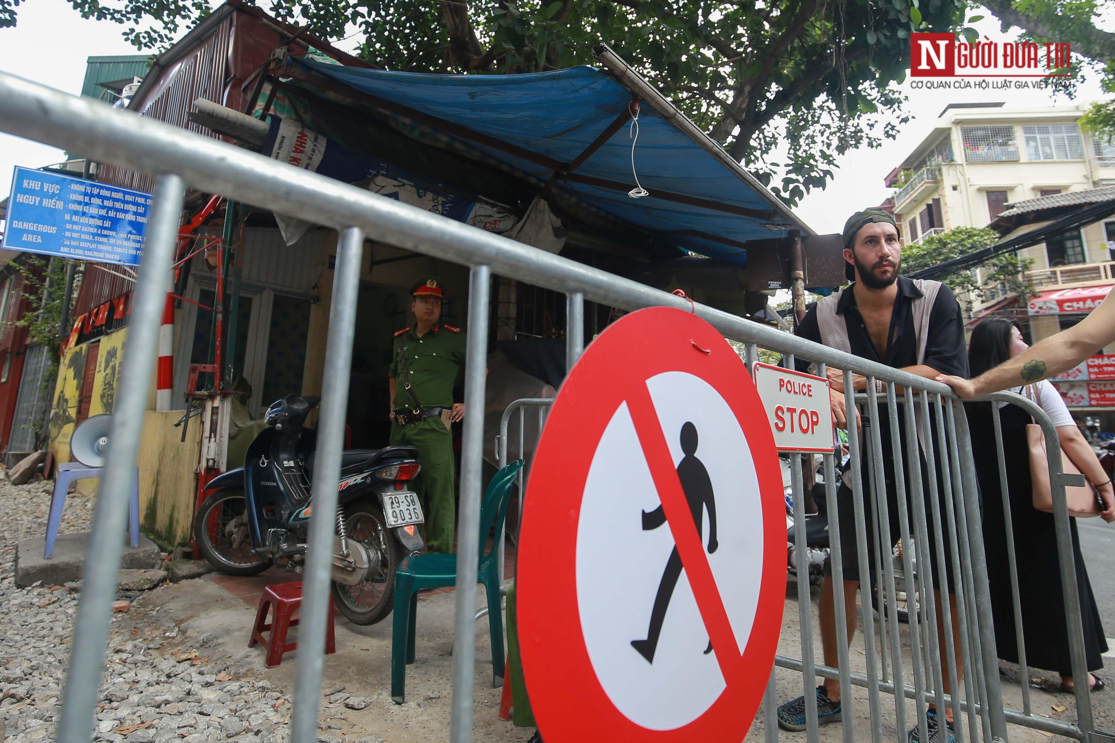 Chùm ảnh: Phố đường tàu ảm đạm sau một ngày tiến hành lệnh cấm 14