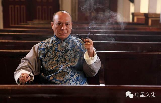 Vì vợ con, từ một đại ca quyền lực, Ngô Chí Hùng chấp nhận đóng vai phụ trên phim 1