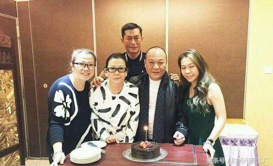Vì vợ con, từ một đại ca quyền lực, Ngô Chí Hùng chấp nhận đóng vai phụ trên phim 4