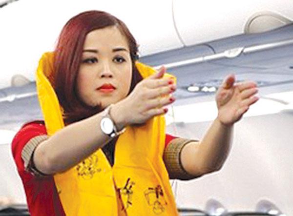 Táy máy trộm áo phao trên máy bay, nữ hành khách bị phạt 8,5 triệu đồng 1