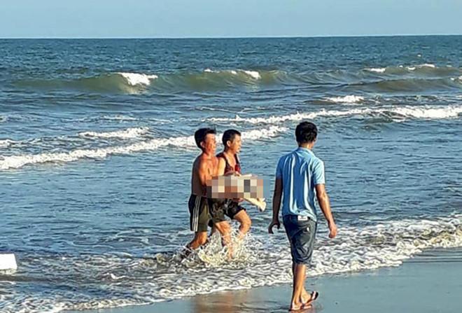 Tắm biển ở Quảng Trị, nữ sinh 21 tuổi bị sóng cuốn thiệt mạng 1