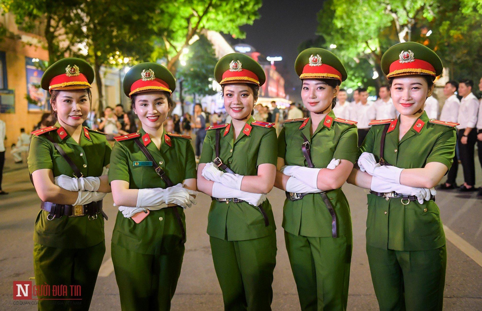 Ngất ngây nhan sắc nữ chiến sĩ Đoàn nghi lễ Bộ Công An 3