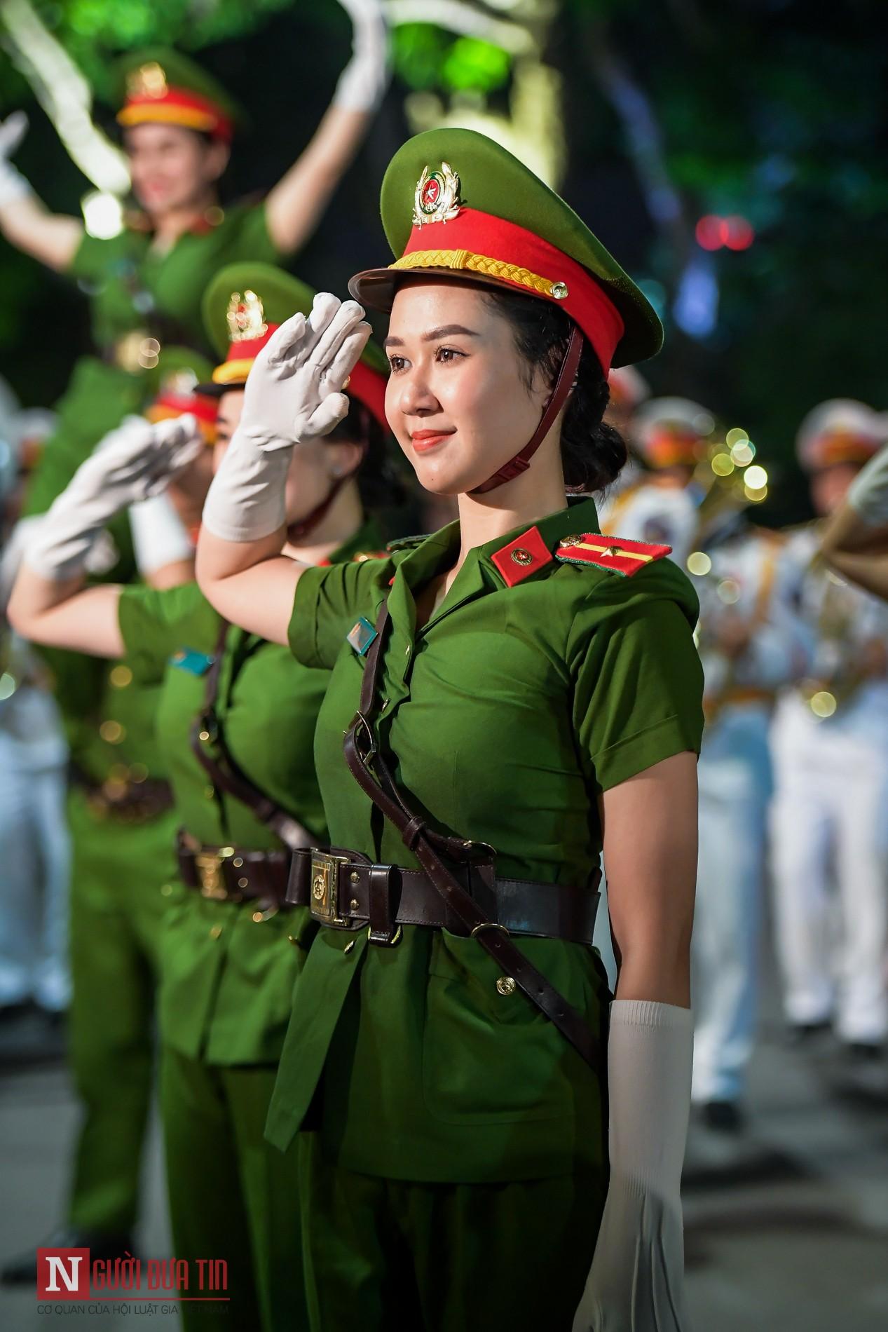 Ngất ngây nhan sắc nữ chiến sĩ Đoàn nghi lễ Bộ Công An 9