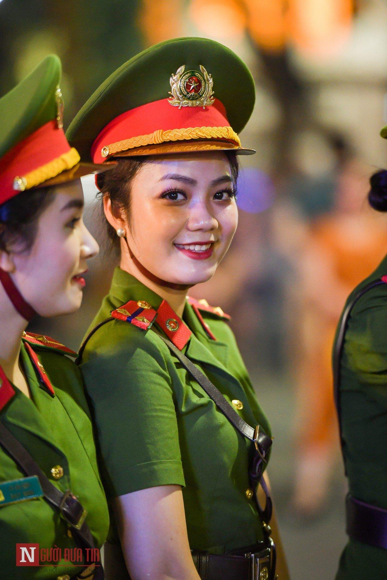 Ngất ngây nhan sắc nữ chiến sĩ Đoàn nghi lễ Bộ Công An 10