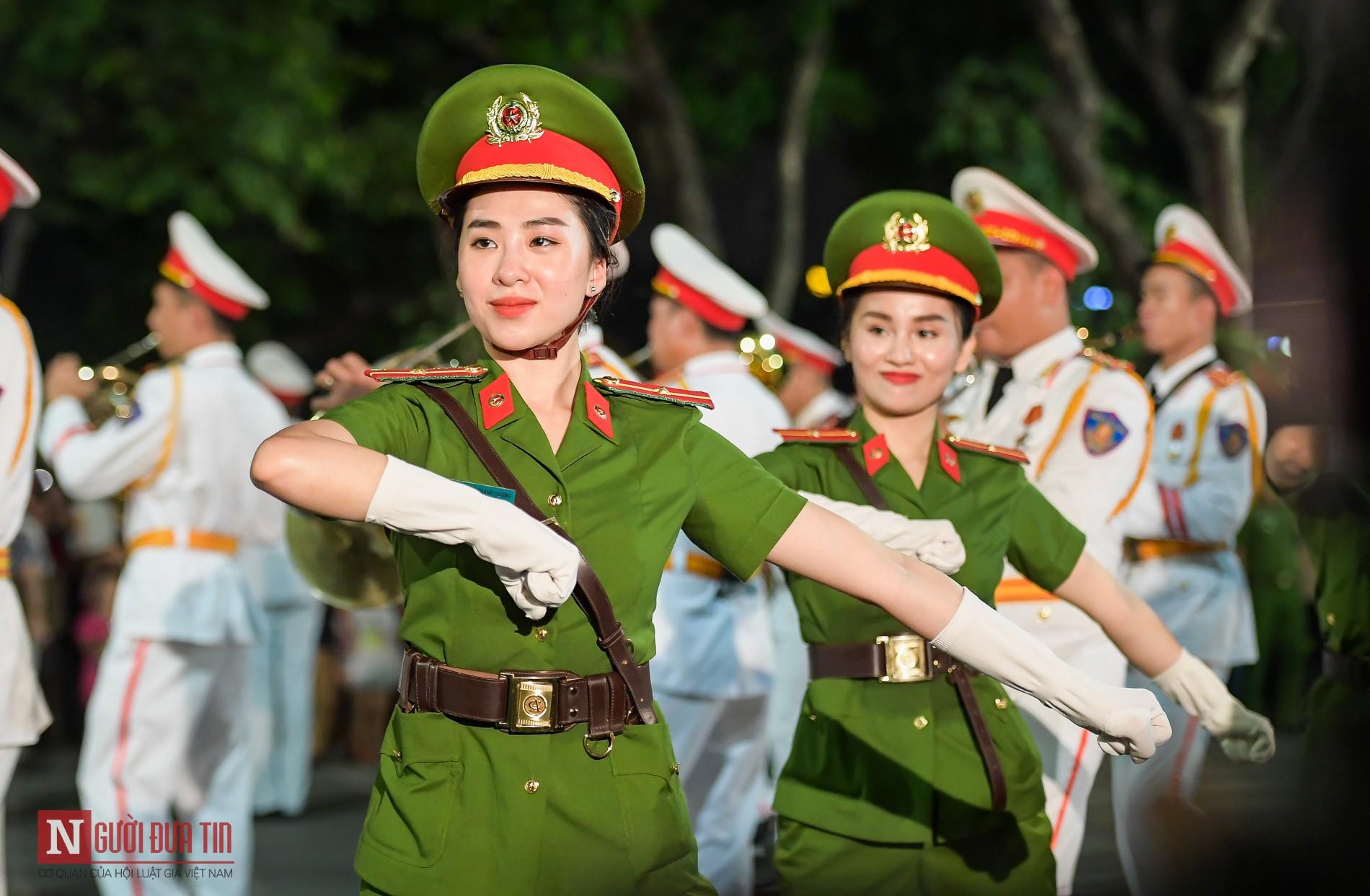 Ngất ngây nhan sắc nữ chiến sĩ Đoàn nghi lễ Bộ Công An 12