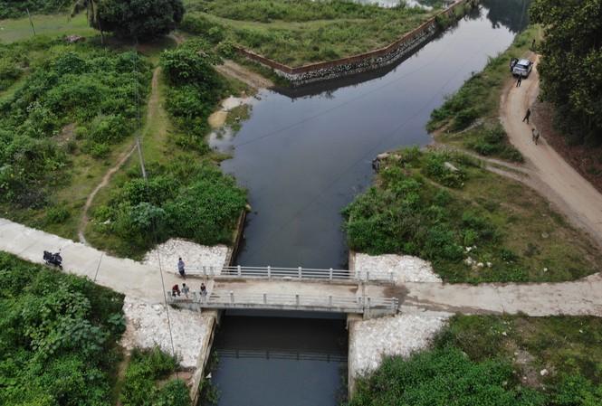 Phó Bí thư Hòa Bình: Đứng bên ngoài nhà máy nước sạch sông Đà, thấy mùi khét như cao su cháy 1