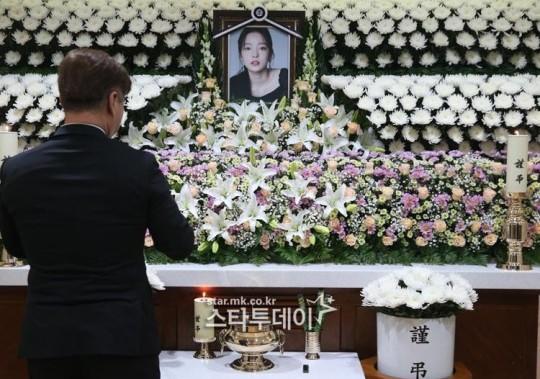 T.O.P xin lỗi Goo Hara vì không trả lời tin nhắn cuối cùng của đàn em 3