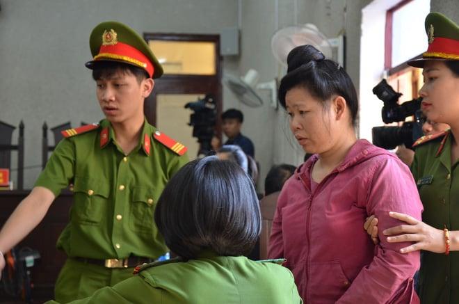 Xét xử mẹ nữ sinh giao gà ở Điện Biên: 1 án chung thân, 87 năm tù cho 4 bị cáo 2