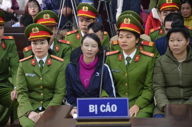 Bố và chị gái nữ sinh giao gà bị sát hại ở Điện Biên xuất hiện tại toà 2