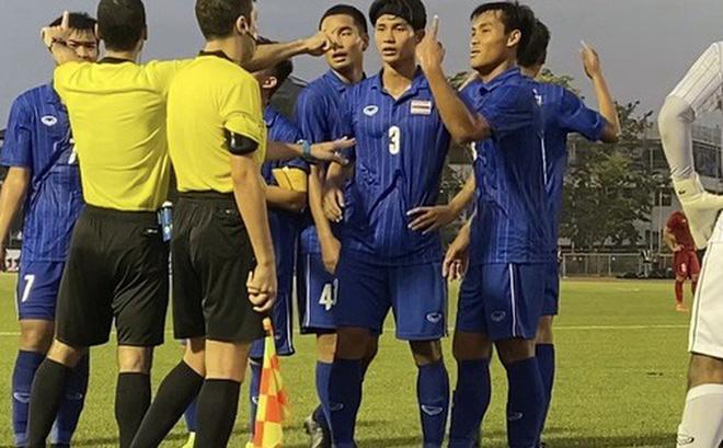 Chuyên gia nói gì khi trọng tài khi thổi penalty Thái Lan để Việt Nam hưởng lợi? 2