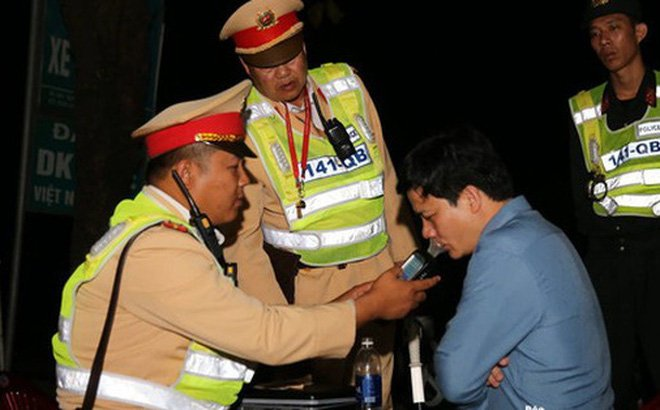 Xin xỏ không được, Phó phòng GD ở Quảng Bình bị phạt 35 triệu, giữ bằng lái 23 tháng 2