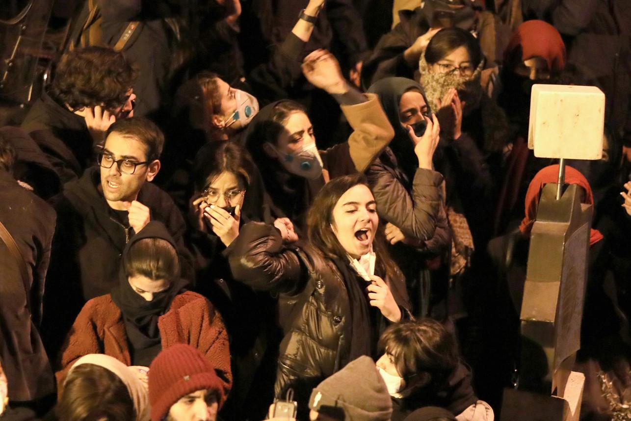 Người dân Iran biểu tình đòi Giáo chủ từ chức vì bưng bít vụ bắn nhầm máy bay 2