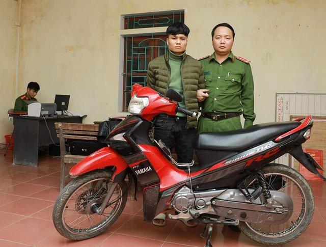 Nhân viên cây xăng đỡ dao, quật ngã tên cướp ở Hà Tĩnh 1