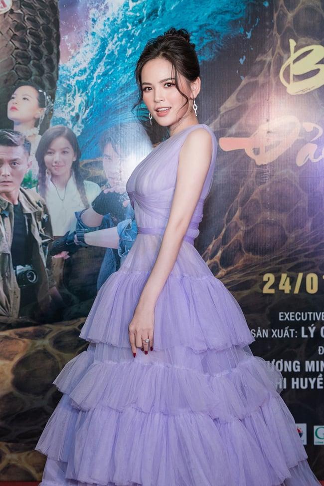 'Thánh nữ Mì gõ' Phi Huyền Trang xuất hiện gợi cảm sau ồn ào lộ clip nhạy cảm 1