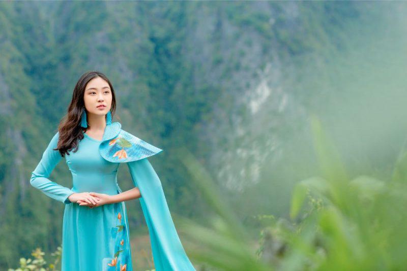 Thiếu nữ xinh đẹp trên đỉnh Hang Múa gây bất ngờ khi mới chỉ học lớp 8 1