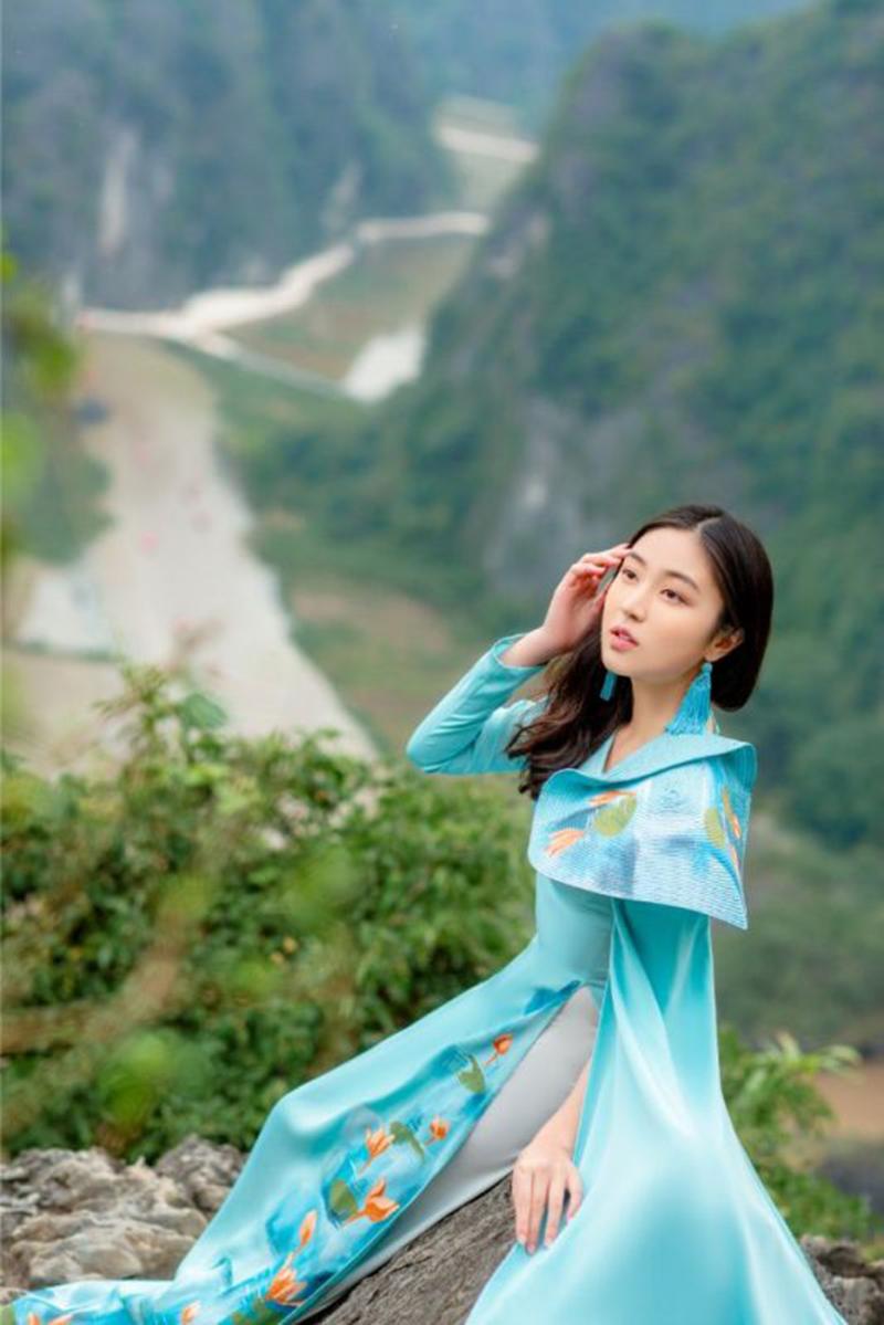Thiếu nữ xinh đẹp trên đỉnh Hang Múa gây bất ngờ khi mới chỉ học lớp 8 4