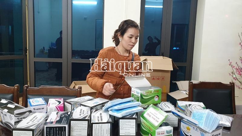 2 'nữ quái' tuồn hơn 26.000 chiếc khẩu trang sang Trung Quốc kiếm lời 1