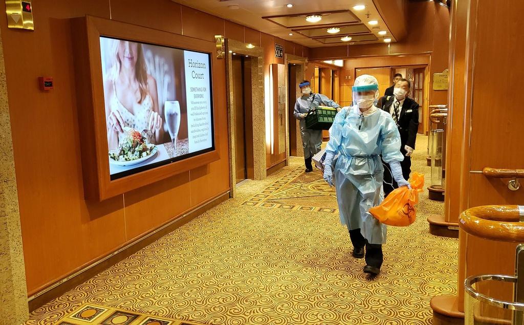 Đã có 20 người nhiễm virus Corona trên du thuyền 3.700 khách ở Nhật 1