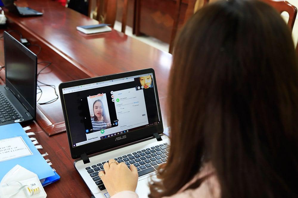 Giáo viên Hà Nội sáng tạo nhiều cách dạy trực tuyến mới cho học sinh 12