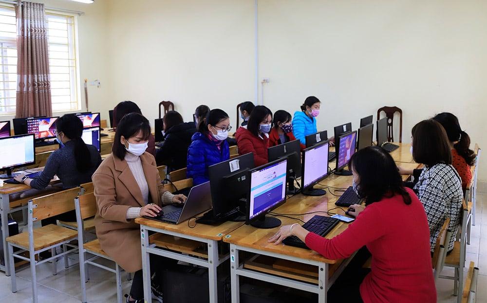 Giáo viên Hà Nội sáng tạo nhiều cách dạy trực tuyến mới cho học sinh 8