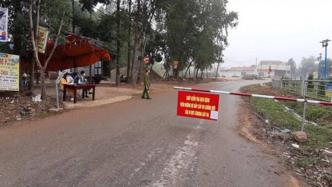 Phòng dịch Covid-19: Tổ công tác Bộ Y tế trực 24/24h ở 'tâm dịch' Vĩnh Phúc 3