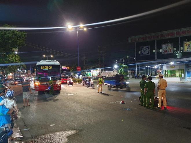 Tai nạn giao thông ngày 17/2: 2 xe khách va chạm xe đầu kéo, 6 người thương vong 2