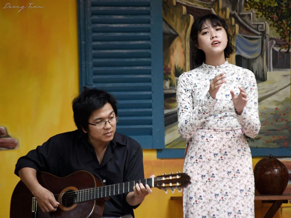 Cô gái trẻ được xem là 'hậu duệ' Khánh Ly khi hát ca khúc nhạc Trịnh 1