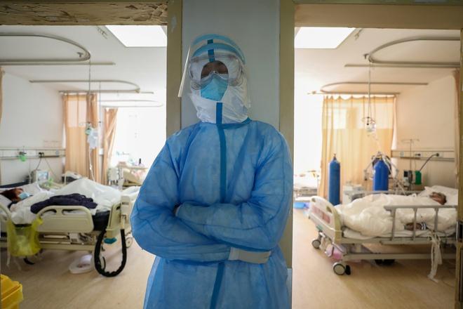 Dịch Covid-19: 2.122 người đã tử vong, số ca nhiễm mới giảm kỷ lục 1