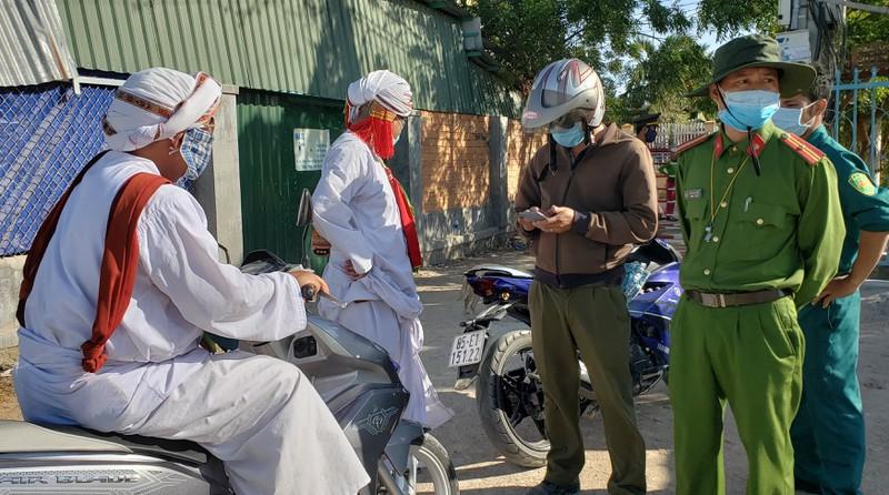 Ninh Thuận cách ly nhiều người tiếp xúc F1 với 2 bệnh nhân mắc Covid-19 1