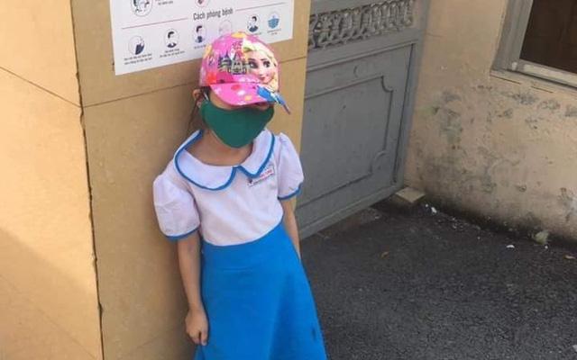 Hải Phòng xác minh clip 'dàn cảnh' vụ học sinh đứng ngoài cổng trường 4