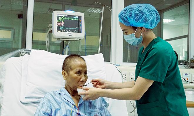 Bác sĩ tiết lộ chi phí và quá trình điều trị cho bác gái bệnh nhân 17 3